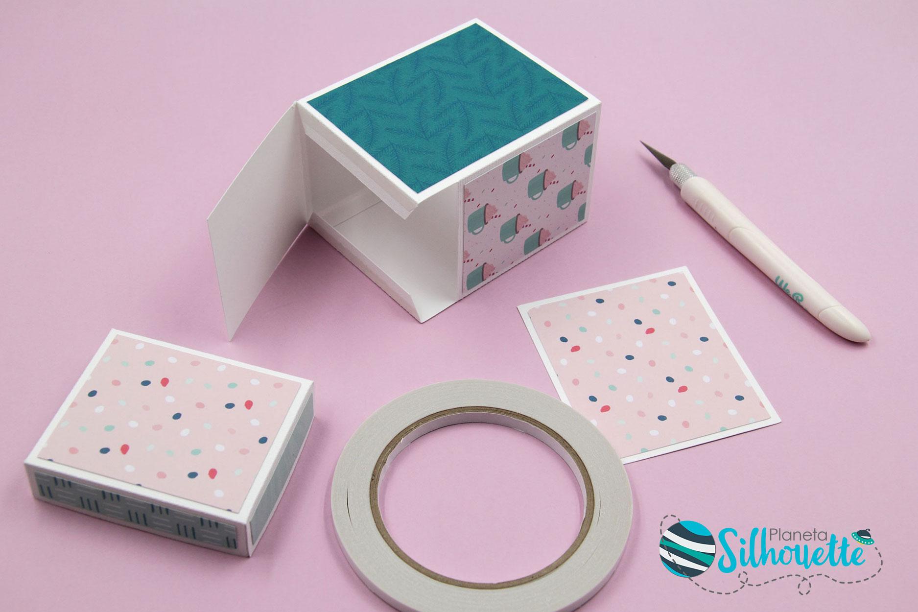 ebf025872 Pegamos la caja sobre la base, que ayudará a darle peso y estabilidad.